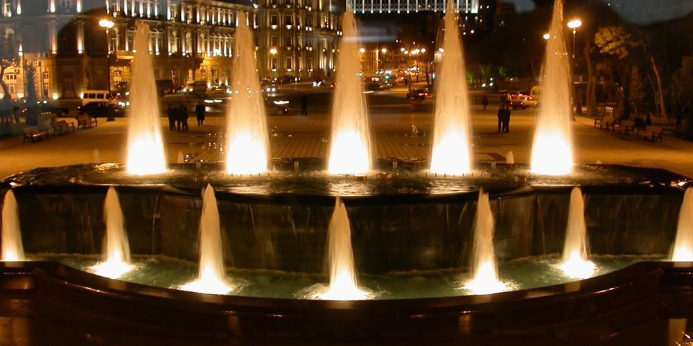 Baku-Fontana-di-piazza-Azneft_1