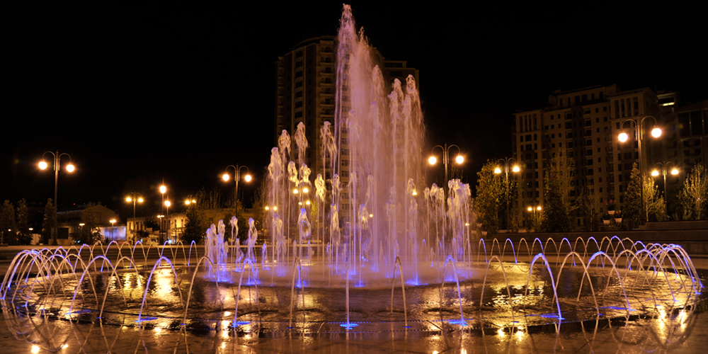 Baku-fontane-winter-boulevard-Heydar-Park_1